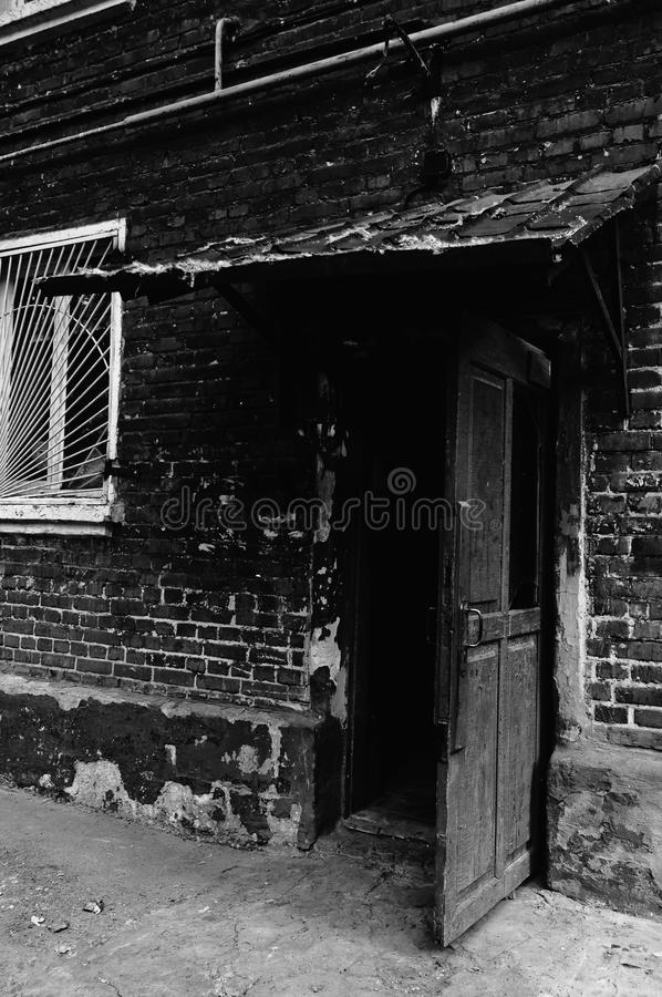 Free Open Old Door Leading Into A Dark Entrance Royalty Free Stock Photo - 21224515