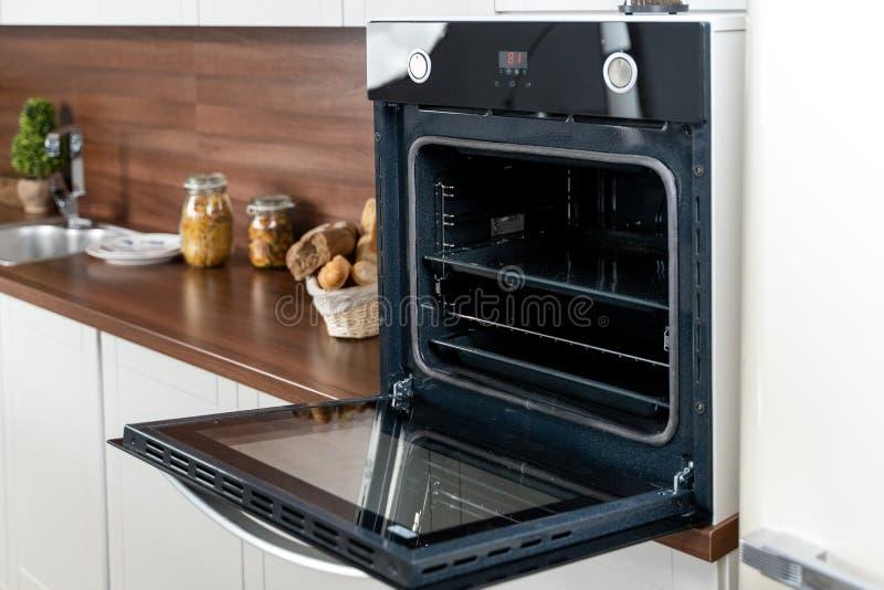 Open Oven Stock Photos - Download 8,066 Royalty Free Photos