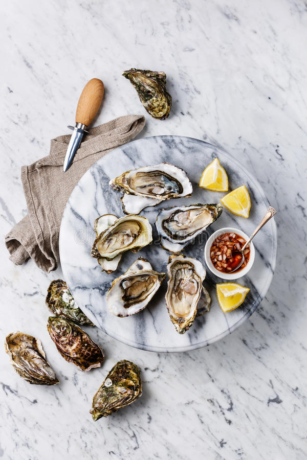 Open Oysters with lemon and spicy sauce stock photography