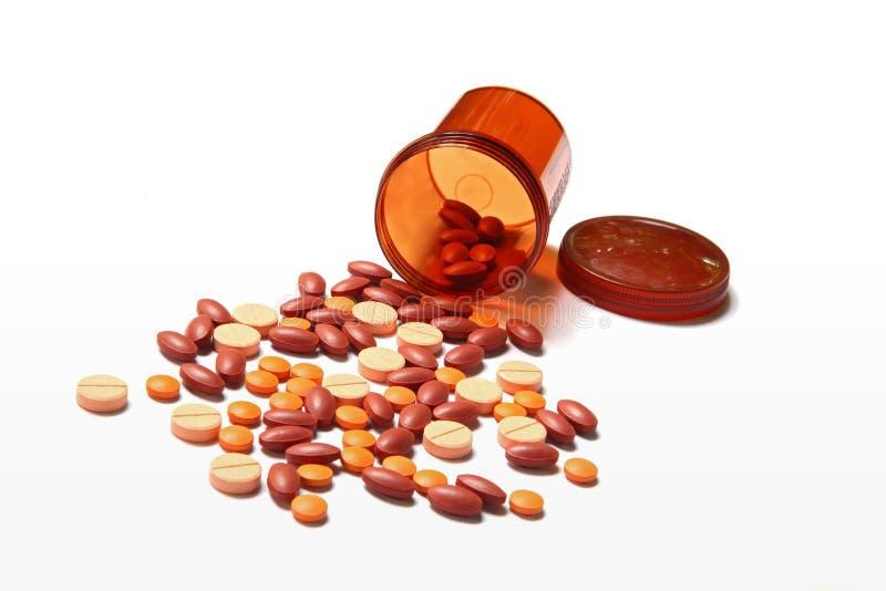 Open pillenfles met geneeskunde die uit morst. stock foto's