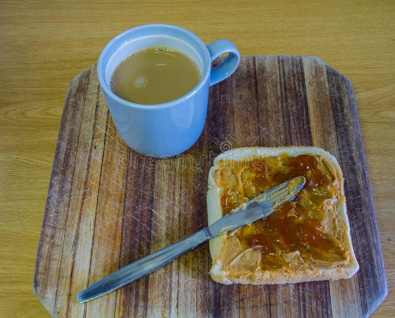 Open pindakaas en geleisandwich royalty-vrije stock foto's