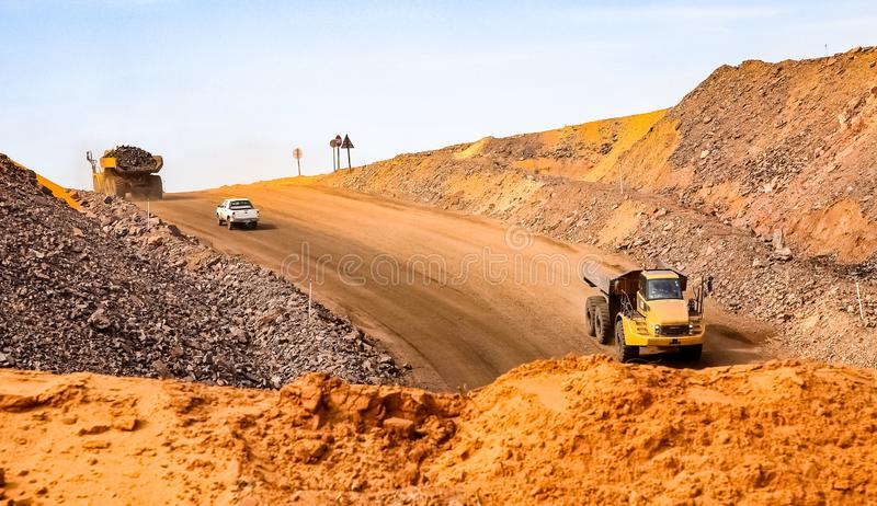 Open Pit Manganese Mining en Materiaal stock afbeelding