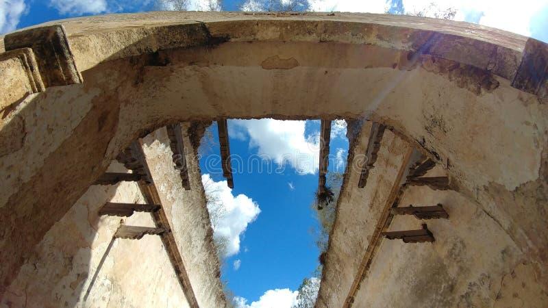 Open plafond van een oude kerkruïnes, Mexico royalty-vrije stock fotografie