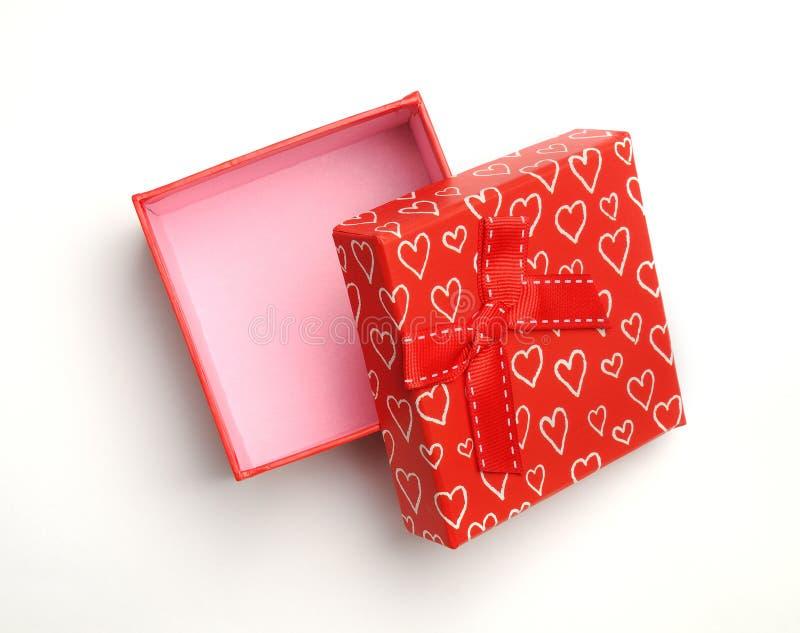 Open rode gift met boog en geschilderde harten geïsoleerde bovenkant royalty-vrije stock foto's