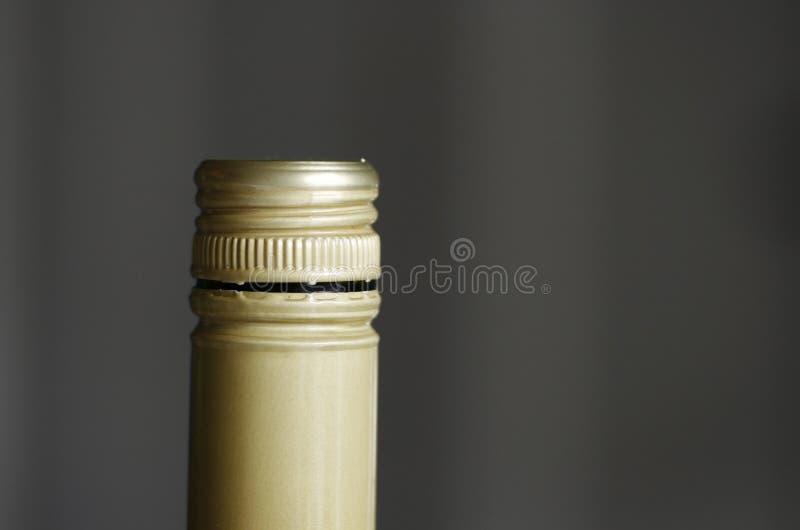 Open schroefdop op wijn stock afbeelding