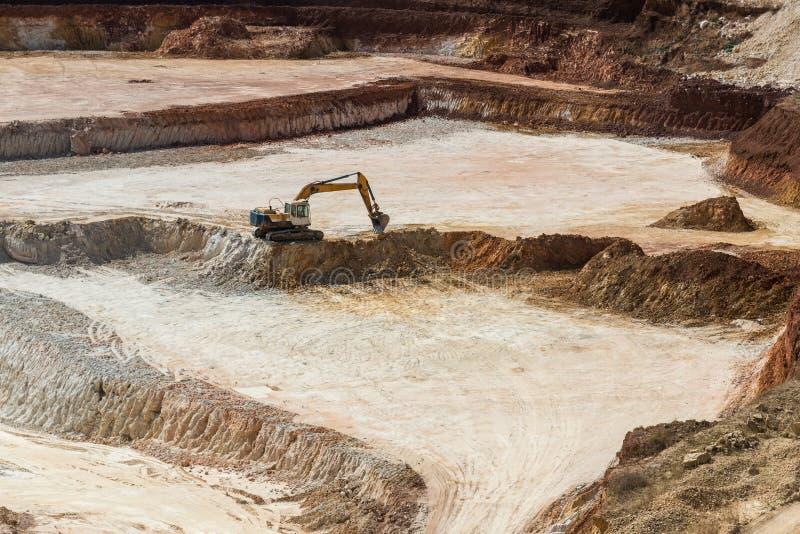 Open steengroeve voor de extractie van porseleinaarde stock afbeeldingen
