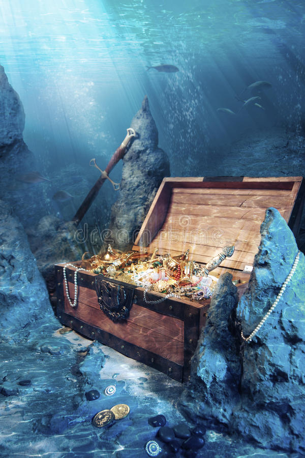 Free Open Treasure Chest With Bright Gold Underwater Stock Photo - 20665550