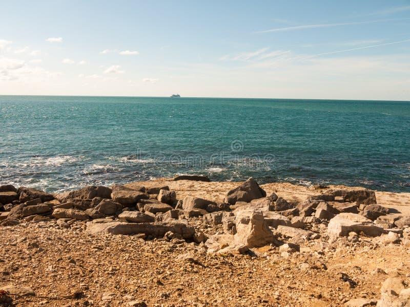 open van het de kustwater van de kustmening Jura van de de zomerdag blauw landschap i royalty-vrije stock afbeelding