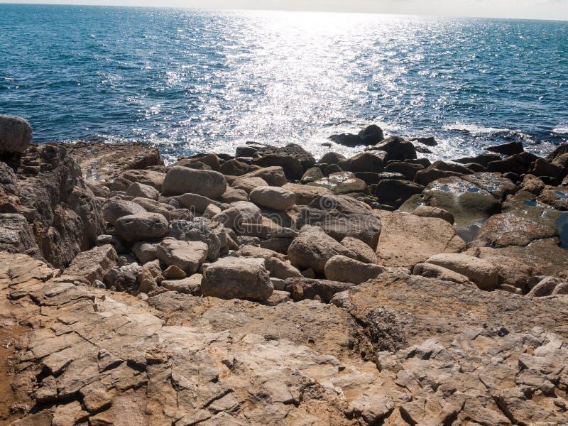 open van het de kustwater van de kustmening Jura van de de zomerdag blauw landschap i royalty-vrije stock foto's