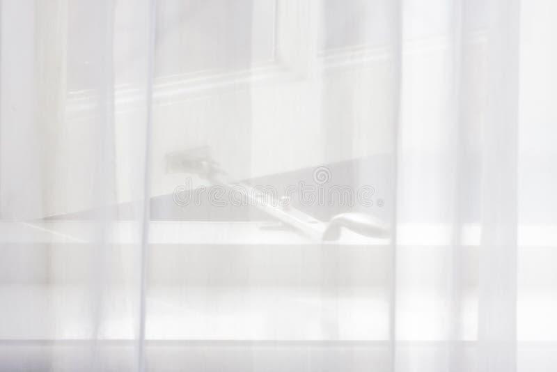 Open venster achter gordijn royalty-vrije stock foto's