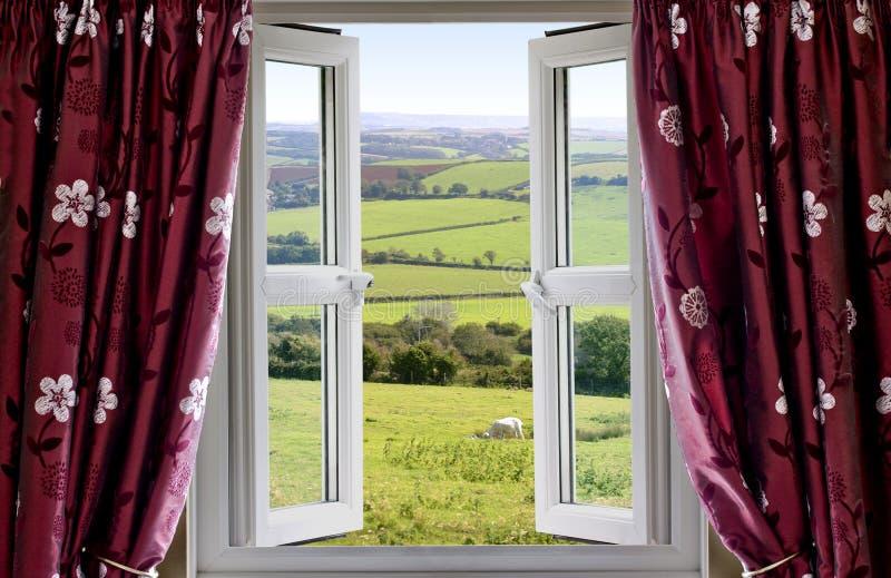 Open venster met een landelijke mening stock afbeeldingen