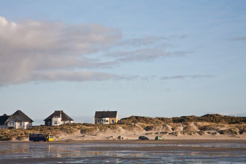 Openbaar busvervoer op het strandeiland Fanoe in Denemarken stock fotografie