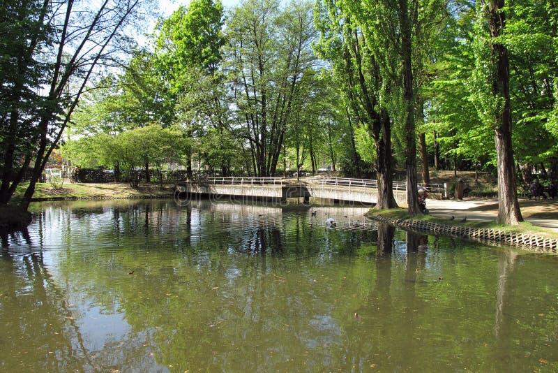 Openbaar park in Vigevano, Italië stock fotografie