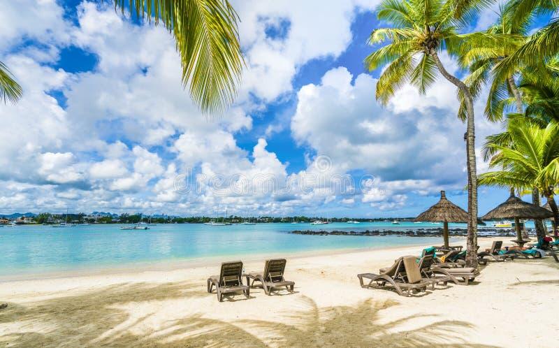 Openbaar strand bij Grote baie op het eiland van Mauritius, Afrika stock foto's