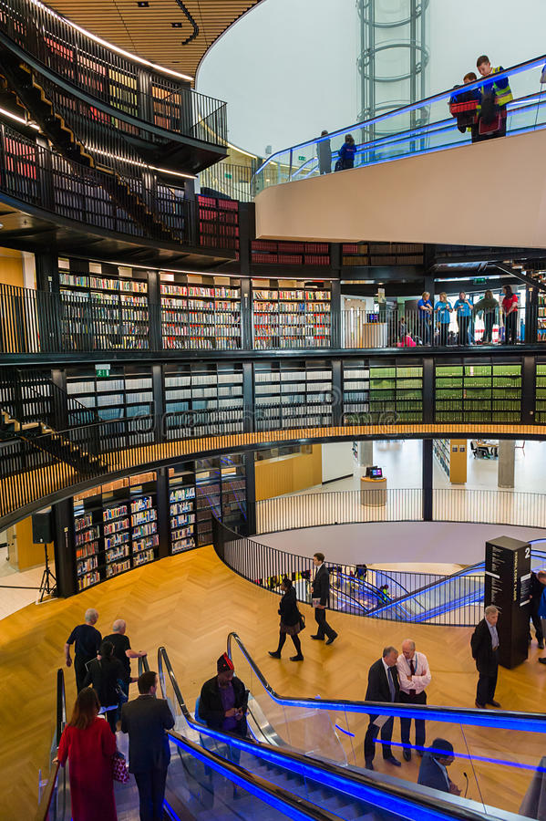 Openbare bibliotheekbinnenland stock afbeelding