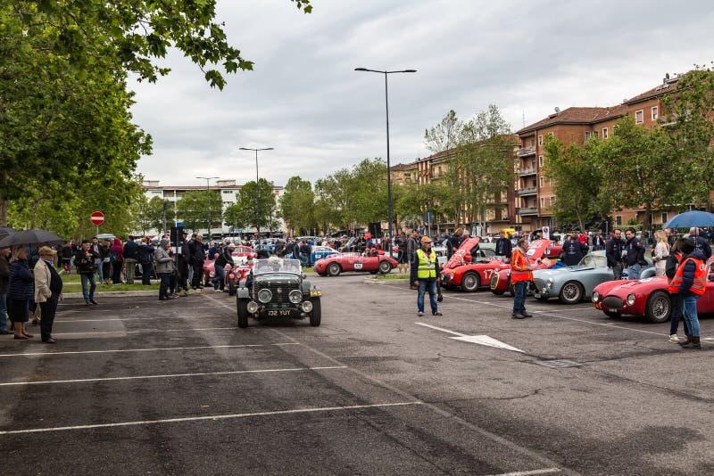 Openbare gebeurtenis van historische Parade van MilleMiglia een klassiek Italiaans wegras met uitstekende auto's royalty-vrije stock foto's