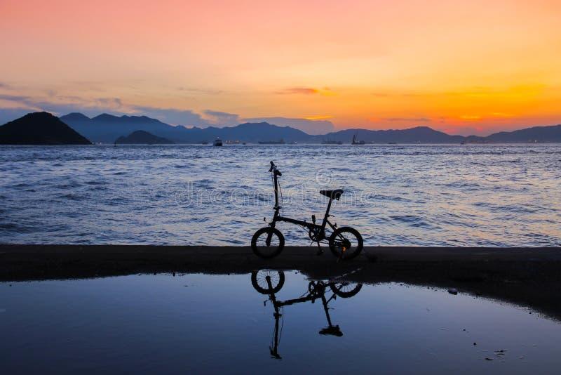 Openbare Ladingsveerboot, Kennedy Town, Hong Kong: één van de weinig beste plaatsen voor het nemen van zonsondergangfoto's met be stock fotografie