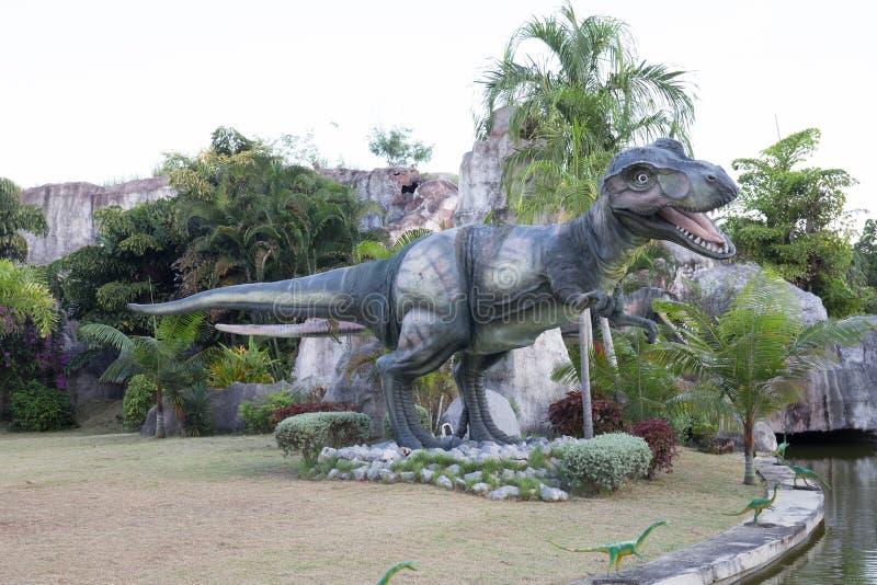 Openbare parken van standbeelden en dinosaurus in KHONKEAN, THAILAND stock afbeeldingen
