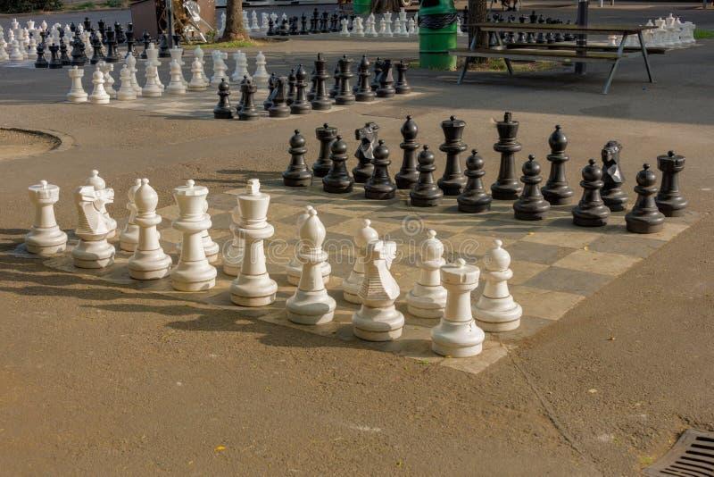 Openbare schaakspelen in Bastionenpark, Genève stock fotografie