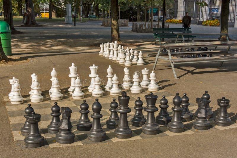 Openbare schaakspelen in Bastionenpark, Genève stock afbeelding