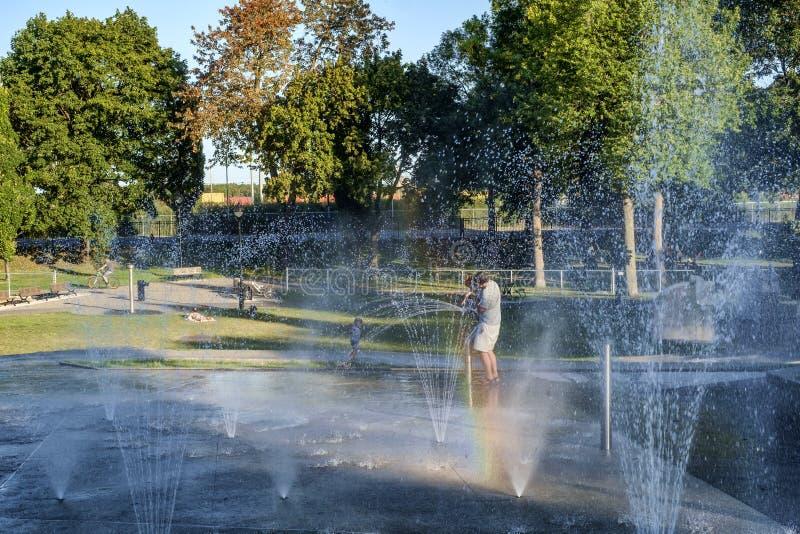 Openbare verfrissende fontein stock afbeelding