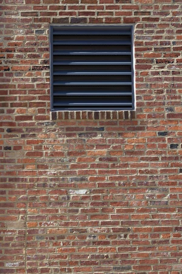 Opening in een bakstenen muur stock fotografie