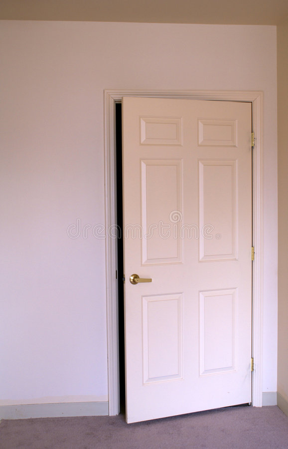 Free Opening Room Door Stock Photo - 2099550