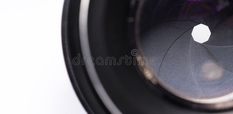 Opening van cameralens met lensebezinningen stock afbeeldingen