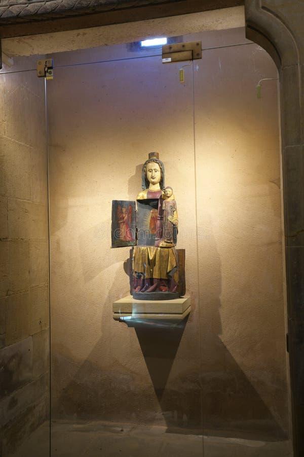 Openingsvirgin of Vierge Ouvrante of Heiligdom van Madonna, bij Parochiekerk of St Peter en St Paul kerk in Eguisheim stock afbeelding