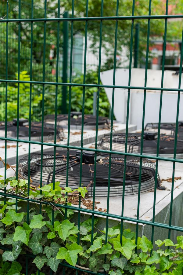 Openlucht conditionerend ventilatiesysteem stock foto's