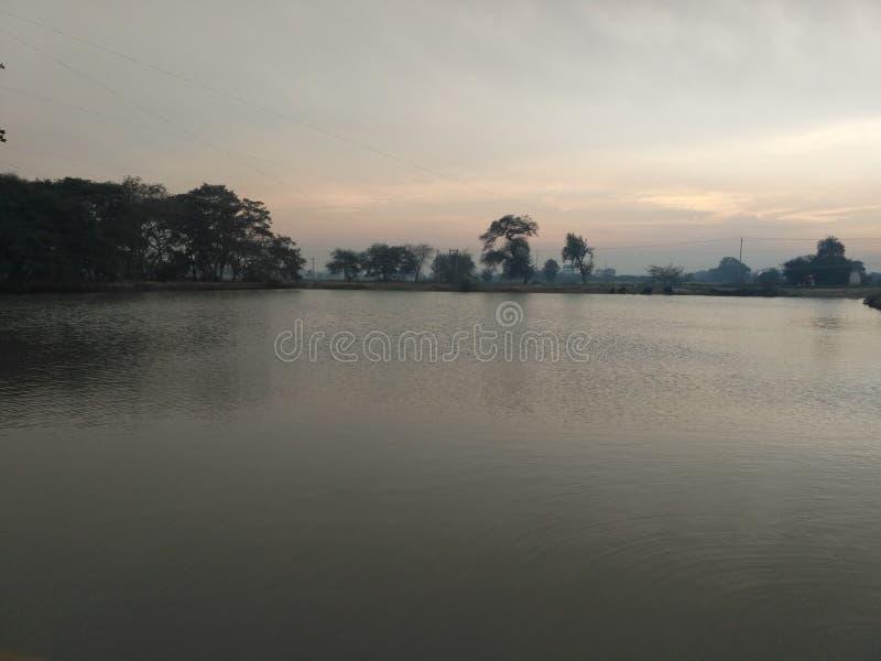 In openlucht de poolwolken van het aardwater royalty-vrije stock foto