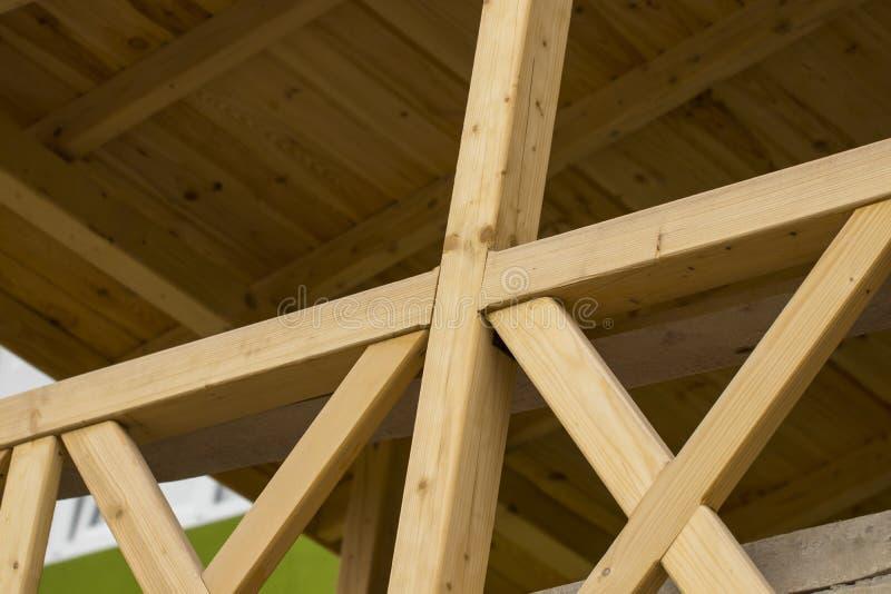 Openlucht Dek de houten portiek van het huis stock foto's