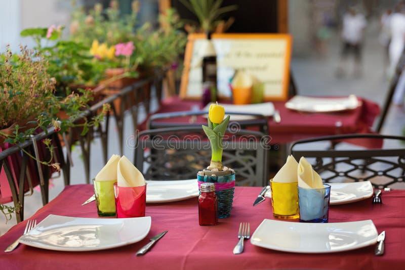 Openlucht het dineren hoekje in Toscanië royalty-vrije stock foto
