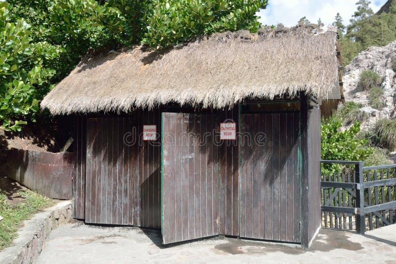 Openlucht houten vestiaires stock foto's