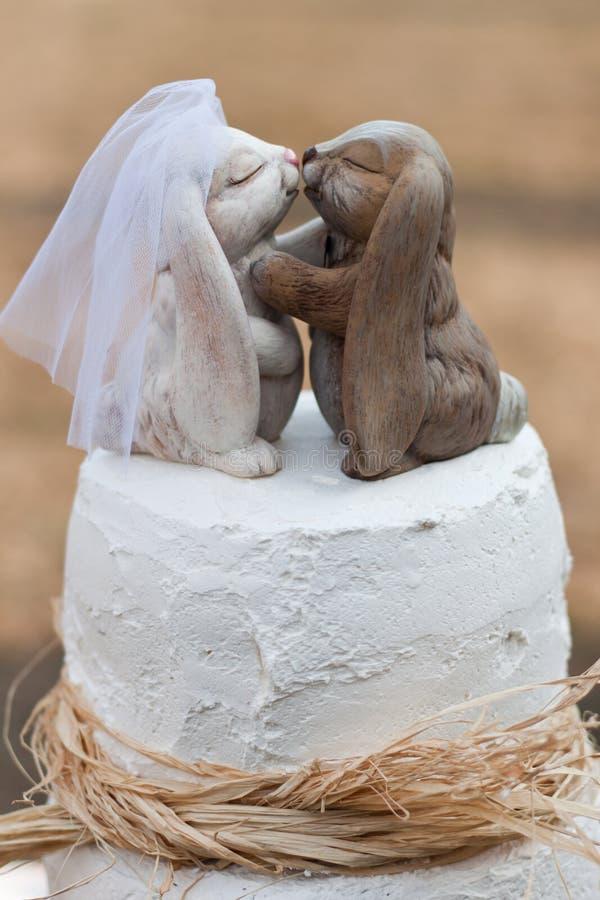 Openlucht huwelijkscake stock afbeelding