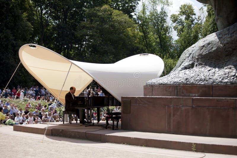 Openlucht open overweging van de muziek van Chopin stock fotografie