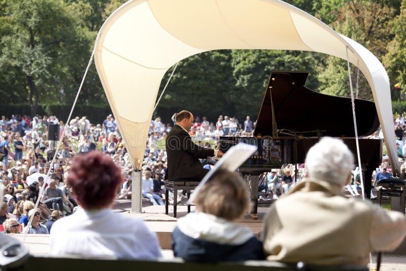 Openlucht open overweging van de muziek van Chopin stock afbeelding