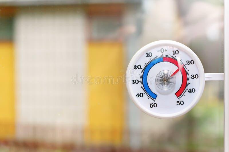 Openlucht thermometer royalty-vrije stock afbeeldingen