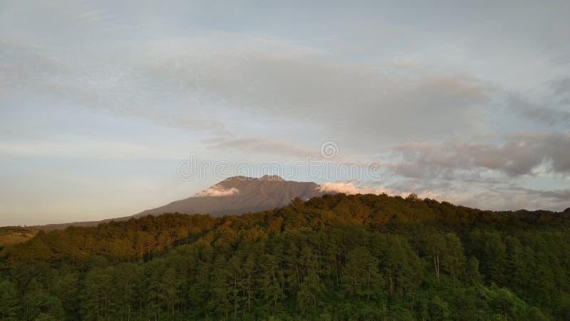 Openluchtfotografie van bergvoorwerp in de ochtend royalty-vrije stock fotografie