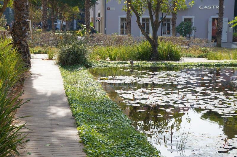 Openluchthandelscentrum en park Sarona, Duitse templerkolonie in Tel Aviv royalty-vrije stock foto's