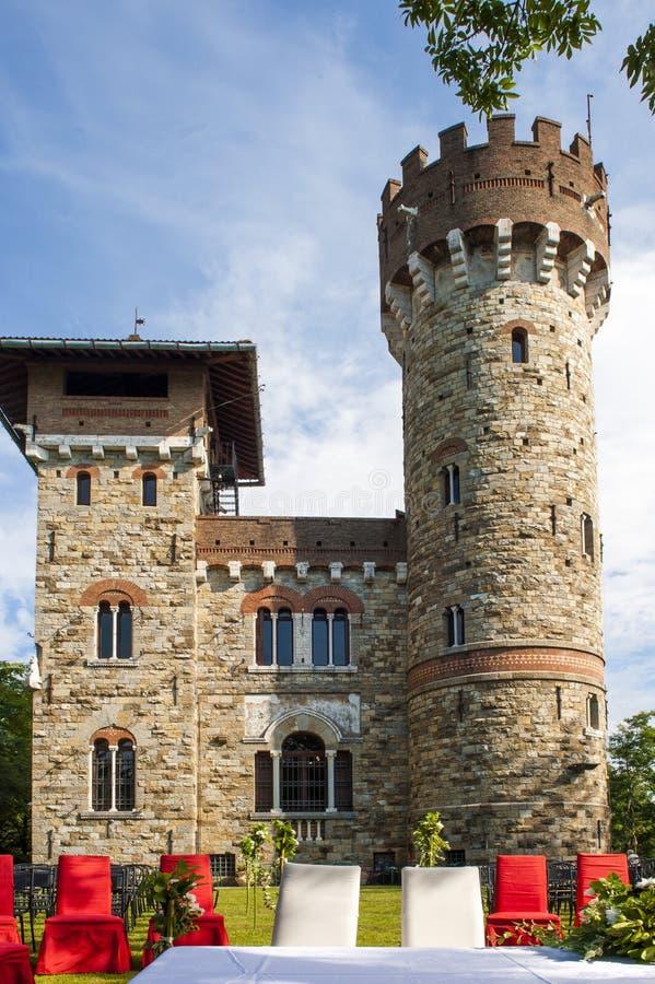 Openluchthuwelijk in het kasteel royalty-vrije stock fotografie