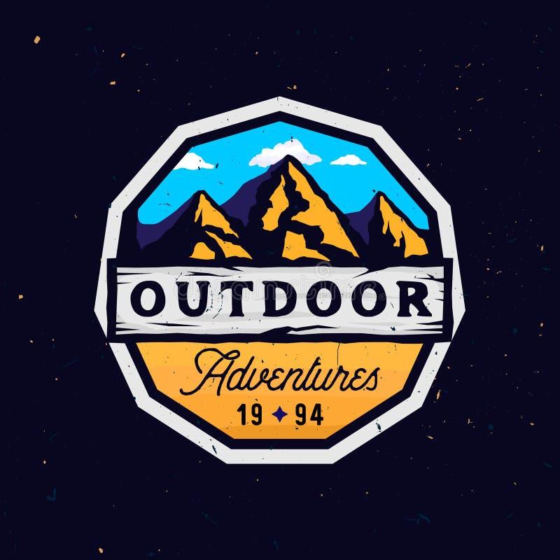 Openluchtkamp en bergen logotype, openluchtavonturen modern kleurrijk kenteken royalty-vrije illustratie