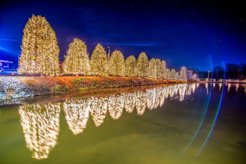 Openluchtkerstmisdecoratie bij Kerstmisstad de V.S. stock foto