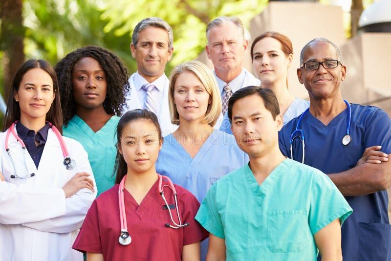 Openluchtportret van Medisch Team stock fotografie