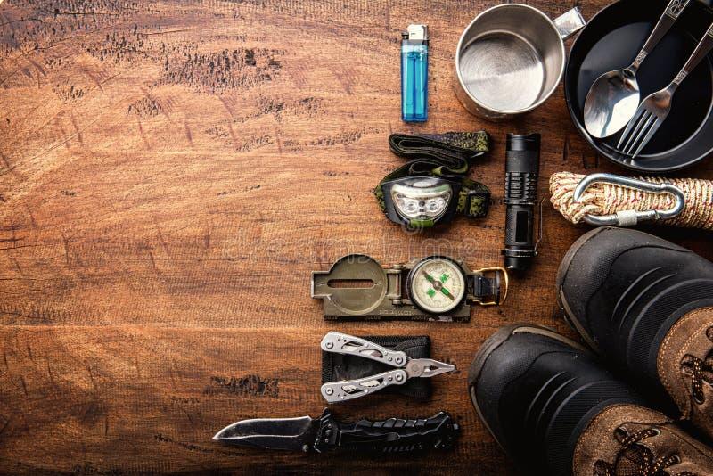 Openluchtreismateriaal planning voor een bergtrekking het kamperen reis royalty-vrije stock fotografie