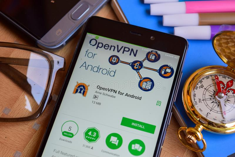 OpenVPN para el revelador app de Android en la pantalla de Smartphone imagenes de archivo