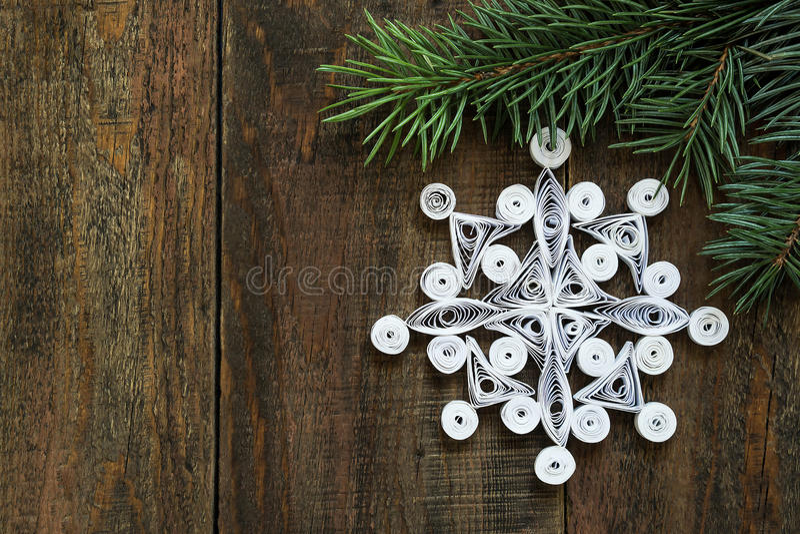 Openwork снежинка в quilling методах для decorati рождества стоковая фотография rf