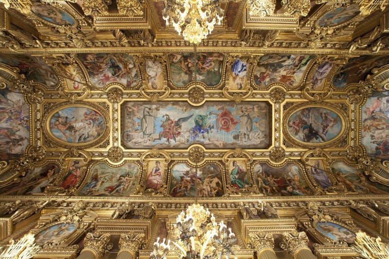 Oper Garnier goldene Decke in Paris Frankreich lizenzfreie stockfotos