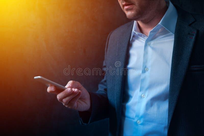 Operação bancária móvel no negócio e no empreendimento imagem de stock royalty free