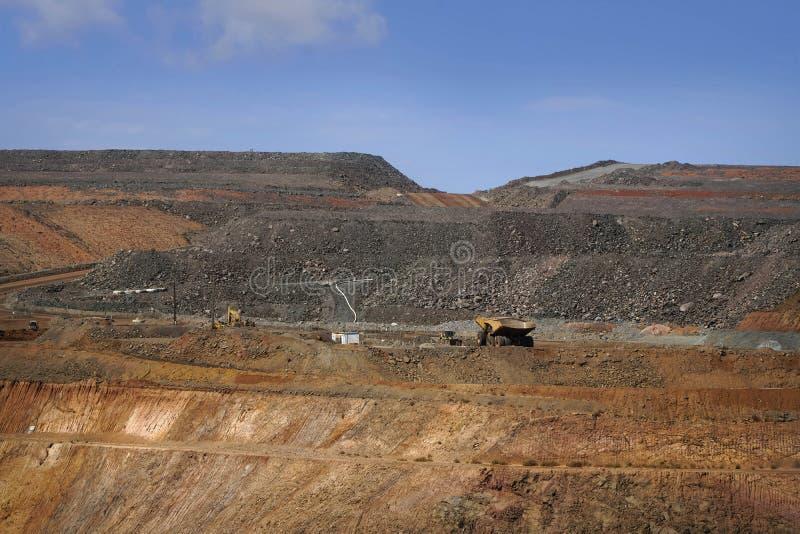 Operação da mina de ouro no poço aberto Austrália da mina de ouro imagem de stock royalty free